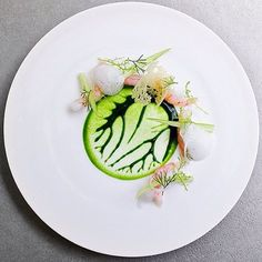 Raw Shrimp, Dill Imprint & Cheese Foam. ✅ By - @ronnyemborg at restaurant @ateranyc / By @signebirck ✅ #ChefsOfInstagram Plated Desserts, Entree Recipes, Edible Art, Perfect Food, Food Plating Techniques, Creative Food, Food Design, Food Styling, Food Art