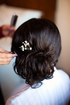 Low bun, Laura, yes? My wedding may be past, but I WILL do this in Huatulco for our honeymoon :-)