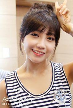 ♡ August 1993 happy birthday to Apink's Jung Eunji! Kpop Girl Groups, Korean Girl Groups, Kpop Girls, Korean Celebrities, Korean Actors, Celebs, Eun Ji, The Most Beautiful Girl, Beautiful Person