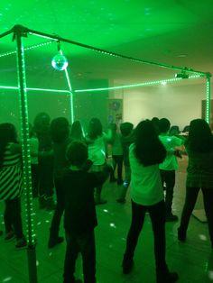 #disco party Na festa discoteca todos dançam, cantam, fazem coreografias e divertem-se. #festa #festas de anos #discoteca