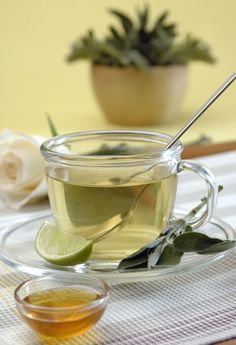 Learn how certain teas can help you reduce belly fat and maintain a healthy body weight. Detox Drinks, Healthy Drinks, Healthy Tips, Healthy Recipes, Salvia, Bebidas Detox, Healthy Body Weight, Nutrition, Abdominal Fat