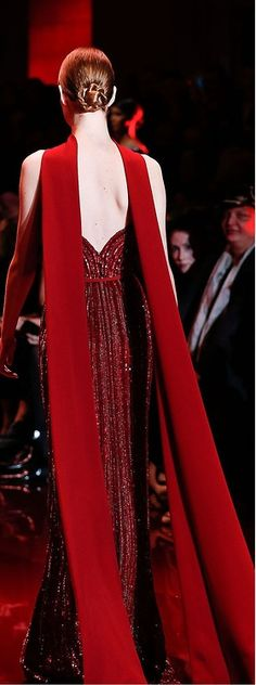 lady in red - Elie Saab Haute Couture Beauty And Fashion, Red Fashion, Couture Fashion, Runway Fashion, High Fashion, Fashion Glamour, Beautiful Gowns, Beautiful Outfits, Elie Saab Haute Couture