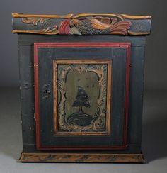 Hengeskap, 1700 tallet. Dørfylling med rokokkodekor, bl.a. med tre og fugler. H: 75 cm., B: 65 cm. Restaurert, bl.a. listverk.