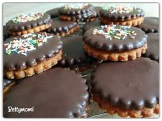 Isler / Linzer | Betty hobbi konyhája Hungarian Recipes, Cookie Jars, Macarons, Mousse, Biscuits, Muffin, Dessert Recipes, Food And Drink, Cooking Recipes