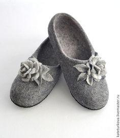 """Обувь ручной работы. Ярмарка Мастеров - ручная работа. Купить Тапочки  """"Grey rose"""". Handmade. Серый, валяные тапочки, чуни"""