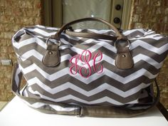 Weekender Bag by ClairCreates on Etsy .... cute travel bag!!! :)