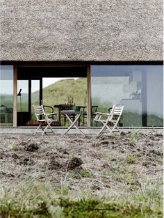 Really Want To Know Architect / Builder / Owner / Photographer. Thatched House, Thatched Roof, Contemporary Barn, Contemporary Architecture, Space Architecture, Architecture Details, Outside Seating, Rural Retreats, Weekend House