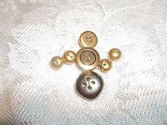 Antique Buttons Snowman Brooch | HiddenHummingbirdDesigns - Jewelry on ArtFire