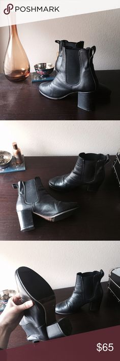 Chelsea Boot Black and genuine leather, size 36. Purchased in England Topshop Shoes Ankle Boots & Booties