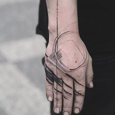 ~ dnešní freehand  #tattoo #freehand #abstracttattoo #dotwork #lines #circle #circletattoo #abstractart #handtattoo #fingertattoo #tattrx #dnestetujem #blxink