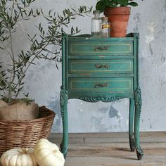OAK French vintage night stand... and I need this for my master bedroom