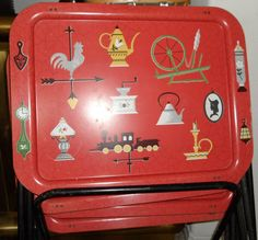 Cute red TV trays, or TV trays that can be made to be red. Vintage Home Accessories, Vintage Home Decor, Vintage Tv Trays, Kitchen Tray, Retro Home, Retro Vintage, Vintage Stuff, Antique Furniture, Red Green