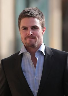 Stephen Amell: New 'Arrow' Poster: Photo Stephen Amell keeps warm with a hot cup of Starbucks as he arrives on the set of his show Arrow on Thursday (October in Vancouver, Canada. Oliver Queen Arrow, Stephen Amell Arrow, Arrow Tv, Team Arrow, Cw Series, Emily Bett Rickards, Wattpad, Romance, Chris Hemsworth