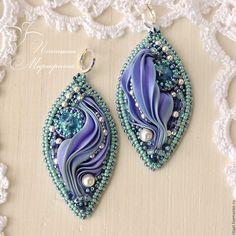 Large statement earrings with silk shibori ribbon. Ribbon Jewelry, Soutache Jewelry, Beaded Earrings, Beaded Jewelry, Statement Earrings, Jewellery, Silk Ribbon Embroidery, Embroidery Kits, Embroidery Designs