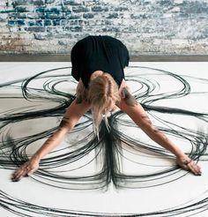 Un projet se penche sur le corps et le mouvement à travers une expérience de dessin cinétique.