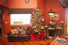 Christmas decorations for the man cave! Add antlers to the tree for the 3D look along with your man's favorite hobby ornaments! http://www.showmedecorating.com/blogs/news/15116005-show-me-a-christmas-tree-home-tour