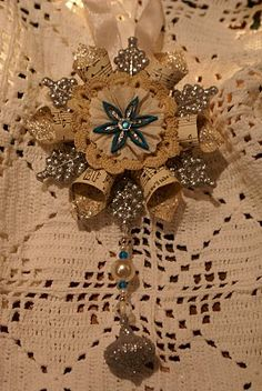 Beautiful Handmade snowflake ornament - this link provides the tutorial on how to make this from Quill Cottage.