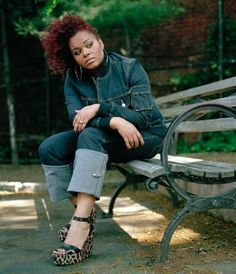 Jill is workin' this jean look; love the poufy side do hair! And those shoes! Black Girl Magic, Black Girls, My Black Is Beautiful, Beautiful Women, Beautiful People, Jill Scott, Neo Soul, Queen, Sensual