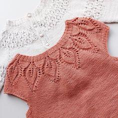Detaljer ✨Dahlia og cardiganmedhulmønster💛 #dahliaromper #leneholmesamsøe #cardiganmedhulmønster #strikk #strikking #knit #knitting #knittinglove #knittingaddict #knitting_inspire #strikkespam #strikkedilla #jentestrikk #barnestrikk #følgstrikkere #followknitters #followme #knittersofinstagram