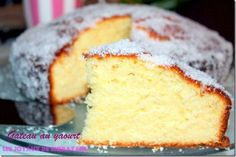 Gâteau au yaourt Looking for a recipe for cake with light yoghurt and very soft, and here is a recipe simple and accessible to all who will surely enjoy the amat Gateau Cake, Lemon Drizzle Cake, Kolaci I Torte, Sweet Cooking, Yogurt Cake, Biscuit Cake, Cake & Co, Sweet Cakes, Vanilla Cake