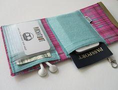 Nerd Herder gadget wallet in Ikat for iPhone 5 von rockitbot
