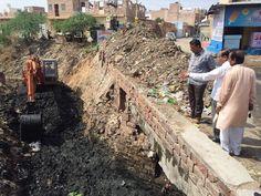 महापोर घनश्याम जी ओझा के प्रयासों से 40 साल पुराने नाले की हुई सफाई। बावड़ी की घाटी वाली नहर(जोधपुर) जो की पिछले 40 साल से साफ़ न हुई महापोर जी के प्रयासों से हुआ सम्पन 100 डम्पर कचरा निकल एव अतिक्रमण हटा Visit Us:- http://www.newincity.in/Members/member_profile/464