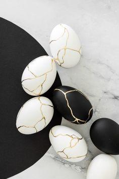 Kintsugi - Huevos de Pascua: un noble huevo de fraude Easter Egg Dye, Easter Egg Crafts, Kintsugi, Pierre Decorative, Easter Egg Designs, Diy Ostern, Egg Art, Egg Decorating, Happy Easter