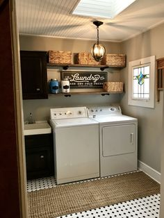 Small Laundry Room Ideas (on a BUDGET) – Laundry room organization and small laundry room ideas. These laundry room makeover pictures are amazing before and after laundry area makeovers. Laundry Room Layouts, Laundry Room Remodel, Small Laundry Rooms, Laundry Room Organization, Laundry Room Design, Laundry In Bathroom, Vintage Laundry Rooms, Laundry Room Shelving, Basement Laundry