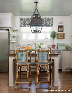 Small cottage kitchen with shiplap walls, French bistro stools & wonderful large-scale lantern - Heather Chadduck Cottage Kitchen Layouts, Small Cottage Kitchen, Farmhouse Kitchen Island, Cottage Kitchens, Rustic Kitchen, Kitchen Decor, Small Kitchens, Kitchen Seating, Beautiful Kitchens