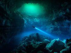 Esta foto me encanta! De las mejores actividades subacuáticas que puedes experimentar en Tulum!  --- I love this photo! One of the best underwater activities you can experience in Tulum! — at Tulum, Mexico.