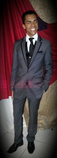 Ricardo Almeida veste muito bem. Perfeito para uma ocasião que pede um look para fino e elegante.