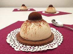 La ricetta del piccolo tiramisù di Luca Montersino: gelée al caffè, mousse al mascarpone e frolla al cacao. Un gusto unico e raffinato.