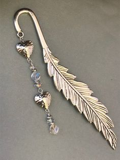 Handmade Bookmarks, Beaded Bookmarks, Beaded Crafts, Jewelry Crafts, Heart Bookmark, Book Markers, Horsehair, Crystal Gifts, Book Lovers Gifts