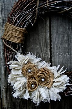 ۞ Welcoming Wreaths ۞  DIY home decor wreath ideas - Rustic Burlap, Jute, Pearl Wreath