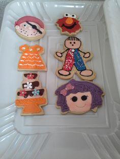 Hola Amigos! Esté sabado que acaba de pasar, tuvimos clase de decoración de galletas,  hicimos galletas de vestidos, pasteles, elmo, piratas, niños y niñas  y  lalaloopsy.