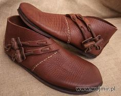 Polish website for historic accurately made viking shoes. http://www.wojmir.pl/buty_wikinskie.htm