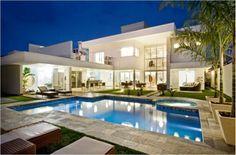 Construindo Minha Casa Clean: Fachadas de Casas Modernas e Iluminadas! Style At Home, In Dubai, Appartement Design, Architecture Plan, Pool Houses, Glass Houses, Modern House Design, Home Fashion, My Dream Home