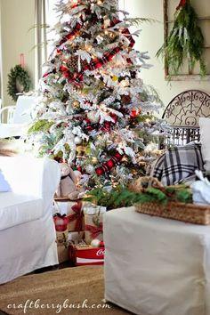 Splendid Sass: FOR THE LOVE OF TARTAN...love this flocked tree and the tartan ribbon