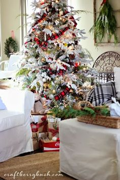 Splendid Sass: FOR THE LOVE OF TARTAN...love this flocked tree and the tartan ribbon