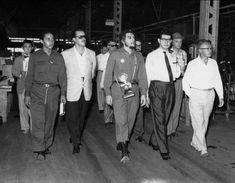 Comandante Ernesto Che Guevara - the Argentine-Cuban guerrilla fighter, revolutionary leader,. Che Guevara Quotes, Che Guevara T Shirt, Ernesto Che Guevara, Victoria, Guerrilla, Revolutionaries, Silhouette Cameo, Rock And Roll, Husband