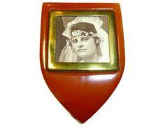 Bakelite Clip Locket. Unusual Vintage Jewelry.  Tested by decotini