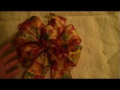 Quick/simple vid for making a 6 loop bow and tails using wired ribbon. Wired Ribbon, Ribbon Bows, Ribbons, How To Make Wreaths, How To Make Bows, Christmas Bows, How To Tie A Christmas Bow, Xmas, Outdoor Christmas