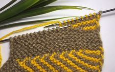 Knitting Designs, Knitting Patterns, Crochet Patterns, Knitted Slippers, Slipper Socks, Crochet Shoes, Knit Crochet, Knitting Socks, Baby Knitting