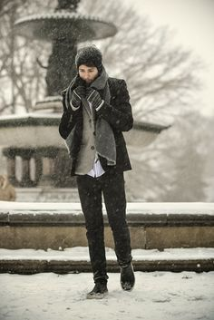 Winter is a great time to step up your personal style. Enjoy our collection of men's winter outfits to help you stay stylish while out in the snow. Winter Outfit For Teen Girls, Winter Outfits For Work, Outfit Winter, Mens Winter Fashion Essentials, Carrie, Mens Fashion Suits, Men's Fashion, Fashion Design, Skinny
