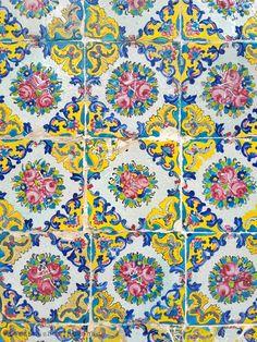 Ceramic Tile Art, Art Tiles, Islamic Tiles, Islamic Art, Paisley Art, Painted Tiles, Ancient Persian, Persian Pattern, Iranian Art