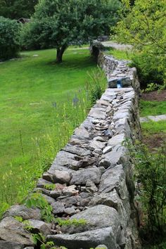 New England Stone Walls – Smile Images Dry Stone, Brick And Stone, Stone Walls, Stone Landscaping, Landscaping Retaining Walls, Hillside Landscaping, Landscaping Ideas, Masonry Work, Stone Masonry