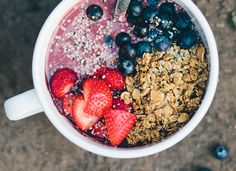 Acari breakfast Base 4 packs frozen Açaí berry puree - we love unsweetened from Sambazon (each pack is 3.5 oz) 2 cups plant milk of choice or coconut water 2 bananas 1 cup frozen strawberries 2 tbsp hemp protein powder  Topping 1 cup granola 2 handfuls fresh berries 4 tbsp hemp seeds