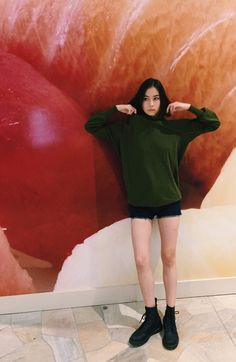 Pose Reference Photo, Grunge Girl, College Outfits, Outfit Goals, Ethical Fashion, Minimalist Fashion, Girl Crushes, Aesthetic Clothes, Pretty People