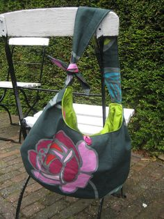free pattern from http://www.jcarolinecreative.com/Merchant2/merchant.mvc?Store_Code=JC=HOBO_BAG