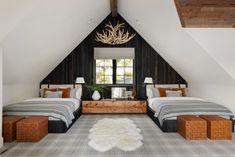 Attic Bedroom Designs, Bedroom Loft, Rustic Kids Rooms, Rustic Staircase, Modern Lodge, Cabin Design, Home Room Design, Cabin Homes, Guest Bedrooms